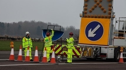 Motorway workers Photo iStock-526197863_wcjohnstonSMLL.jpg