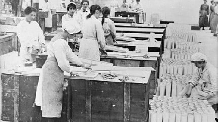Asbestos workers during_the_First_World_War_Q28241SMLL.jpg